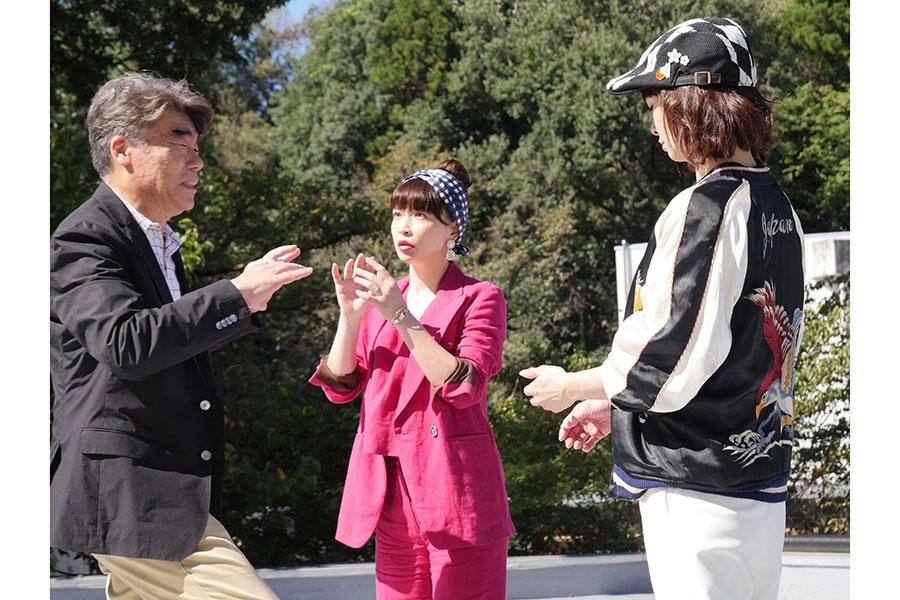長谷川京子が「乙女全開なハセキョー先生」に【写真:(C)テレビ東京】