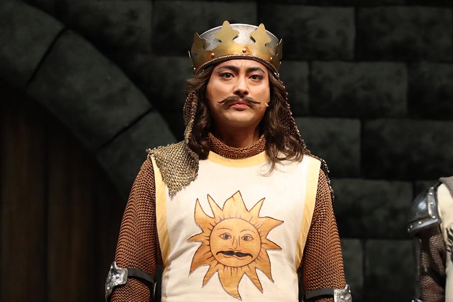 山田孝之が自身の主演ミュージカルを冗談めかしてPR「賀来賢人のお芝居です」