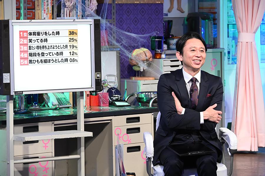 「真夜中の保健室」MCを務める有吉弘行【写真:(C)日本テレビ】