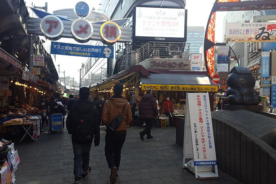 """自粛要請も""""昼飲み""""密集 ルポ「東京大歓楽街」上野再訪 客「もういっか、て感じ」"""