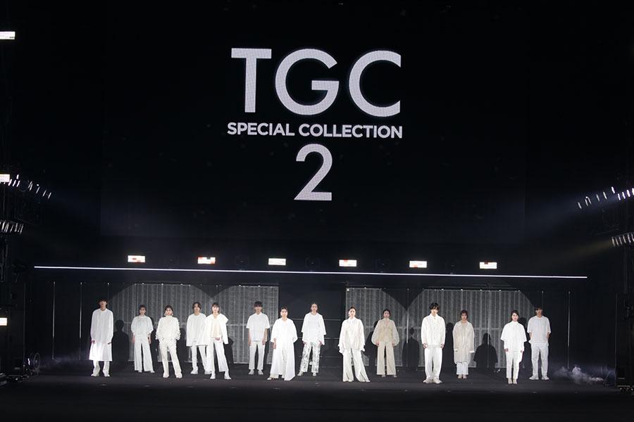 上白石萌歌ら総勢13人の出演者がオールホワイト&パンツルックで登場【写真:(C)マイナビ 東京ガールズコレクション 2021 SPRING/SUMMER】