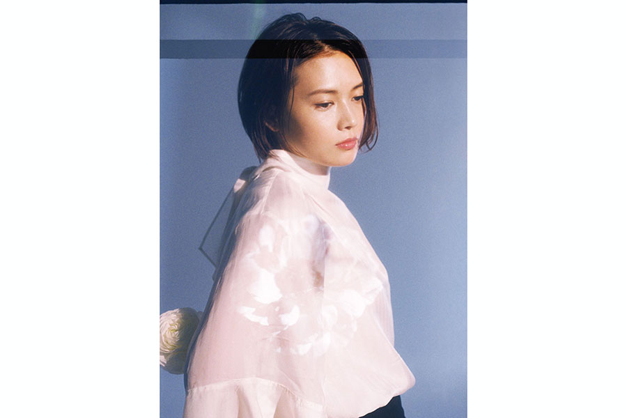 YUIのセルフカバー集、収録曲の音源解禁日程が決定 「CHE.R.RY」「SUMMER SONG」など