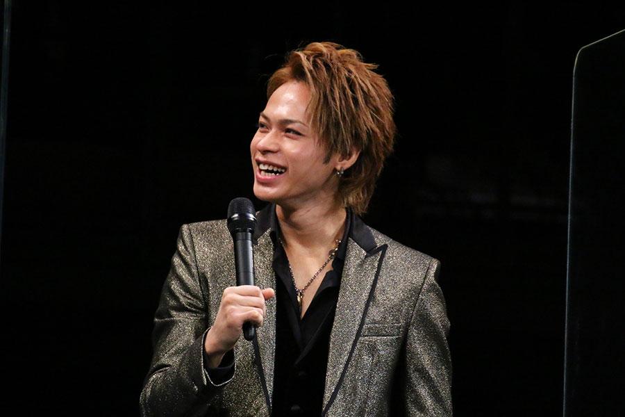 「Endless SHOCK」初日舞台あいさつに登壇した上田竜也【写真:ENCOUNT編集部】
