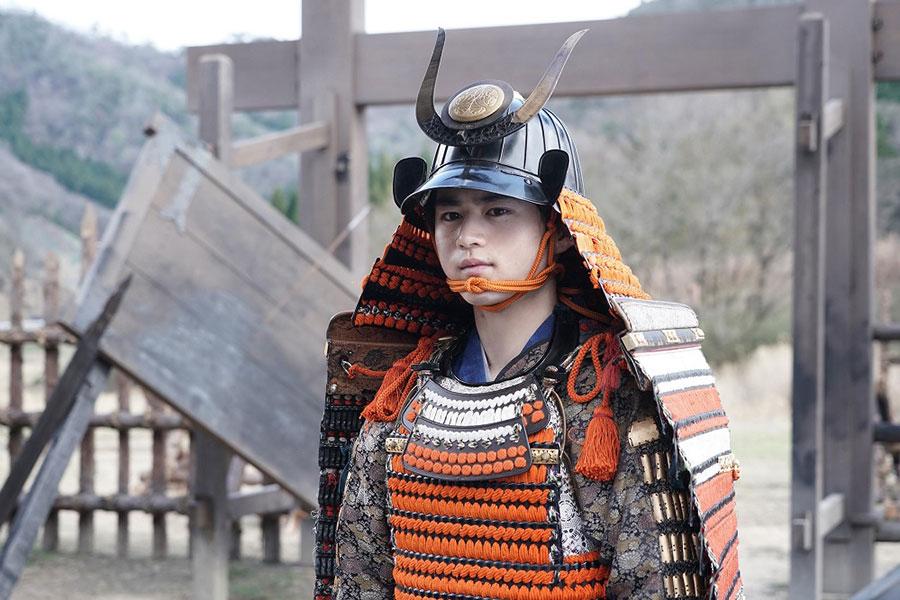 鈴鹿央士、海老蔵主演のスペシャルドラマ出演 甲冑姿に絶賛の声「感服しました」