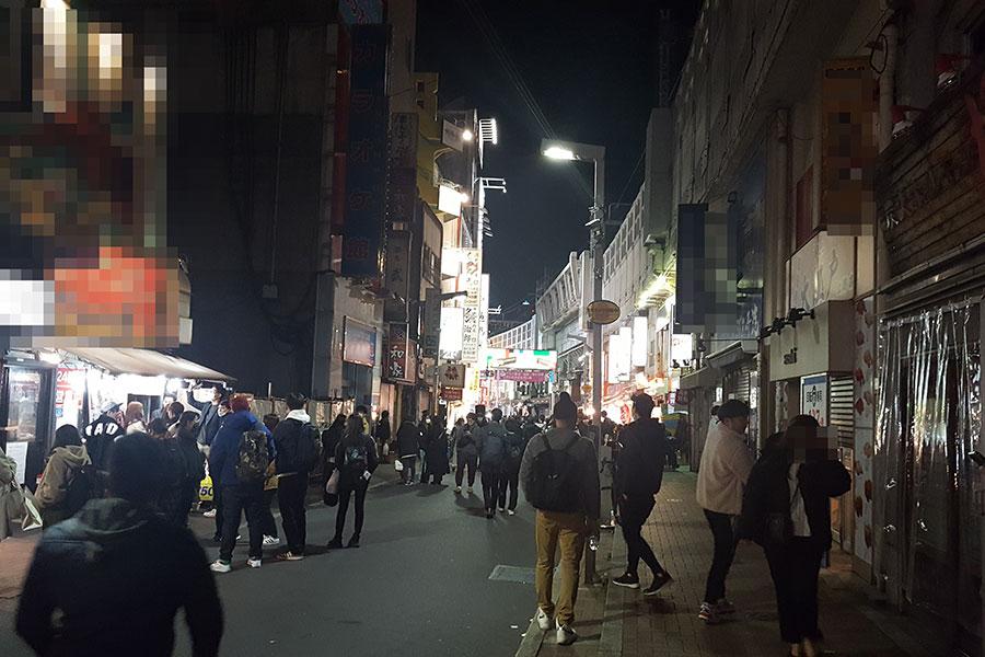 上野の夜は改正特措法施行も大混雑 閉店時間厳守の店主も苦笑「これはもはや異常」