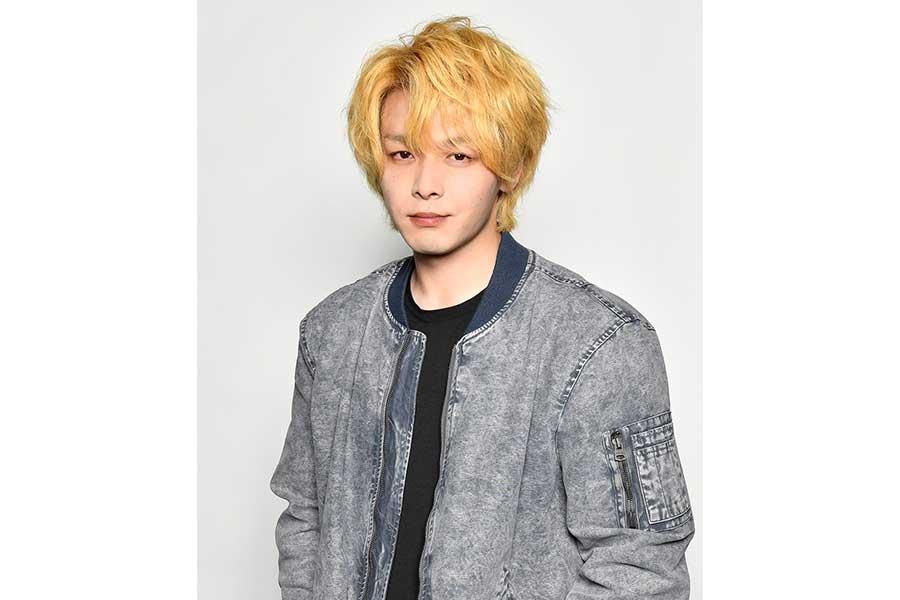 中村倫也の金髪姿を先行公開! 4月開始ドラマ「珈琲いかがでしょう」で徹底した役作り