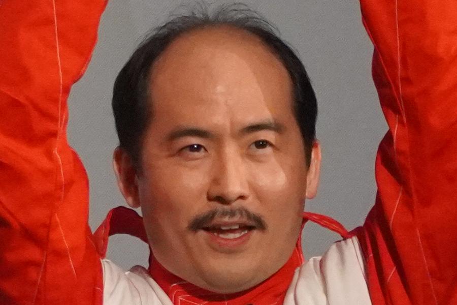 トレエン斎藤、ギラギラ系の金持ちマッチョ風姿に驚き ユニクロ×シュプリームで変身