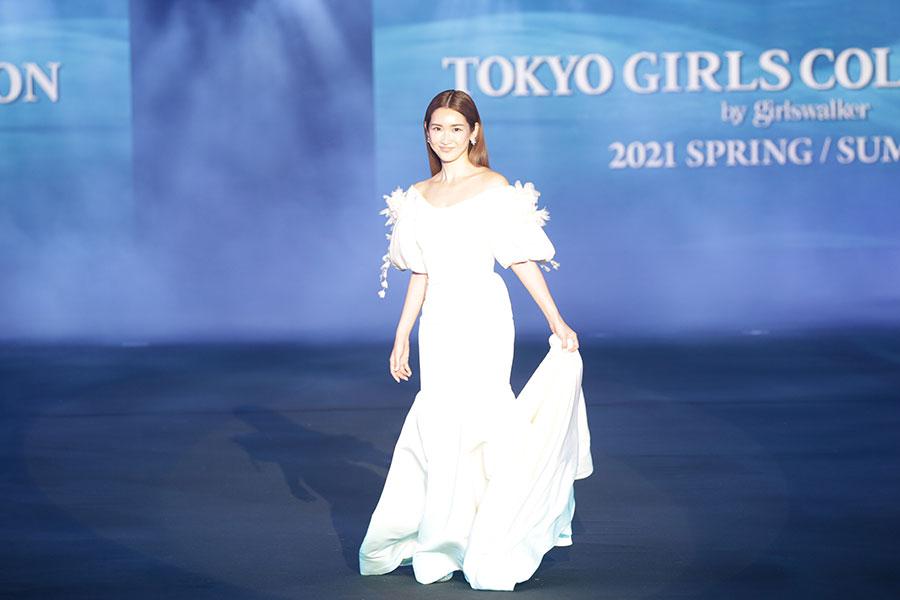 TGC2021SS「AQUIL」ステージに登場した紗栄子【写真:(C)マイナビ 東京ガールズコレクション 2021 SPRING/SUMMER】