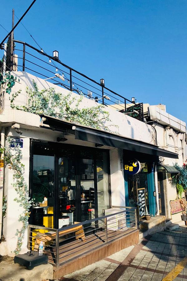 セロイがオープンしたタンバム1号店。昼間の店内はひっそりしていた【写真提供:文恵子氏】