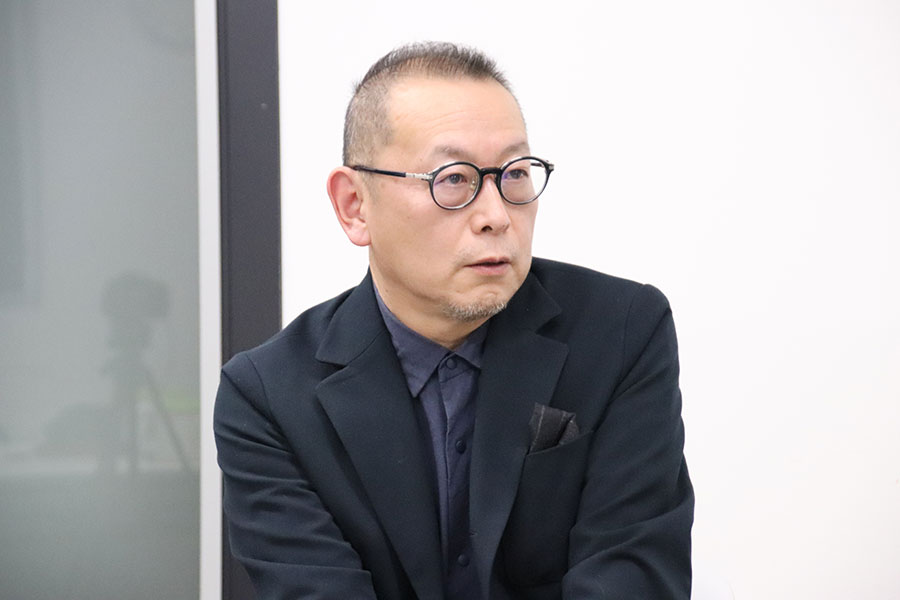 「花束みたいな恋をした」のメガホンをとった土井裕泰監督