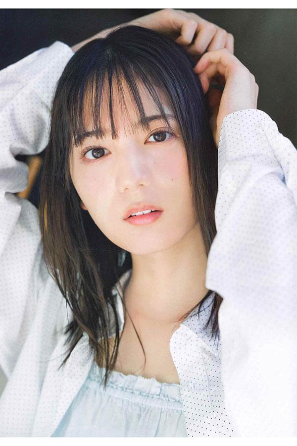 日向坂46の小坂菜緒が「週刊少年チャンピオン」に登場