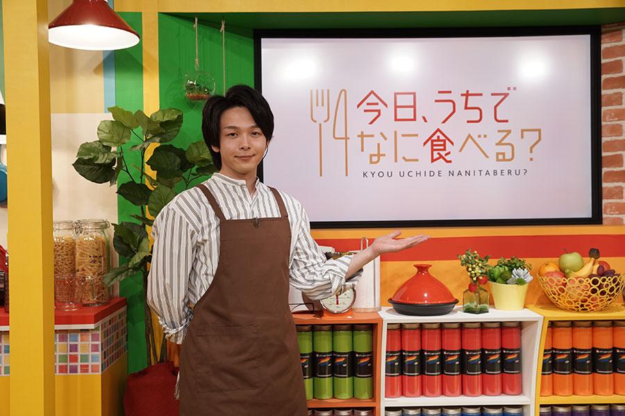 料理番組でMCを務めるのは初めてという中村倫也。どんな番組になっているのだろうか【写真:(C)NHK】