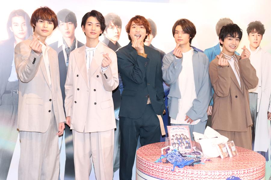 チーム・ハンサム!の(左から)兵頭功海、渡邊圭祐、小関裕太、藤原大祐、新原泰佑