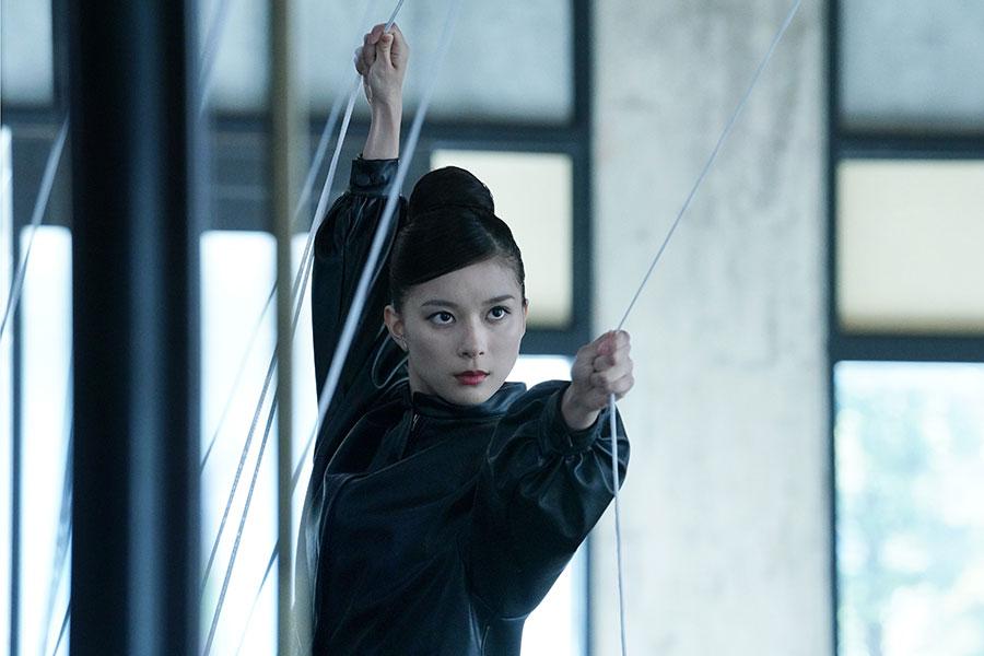 芳根京子が永遠の命を得た女性を演じ切る【写真:(C)2021 映画『Arc』製作委員会】