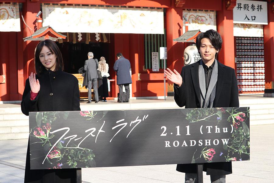 映画「ファーストラヴ」イベントに出席した北川景子(左)と中村倫也【写真:ENCOUNT編集部】
