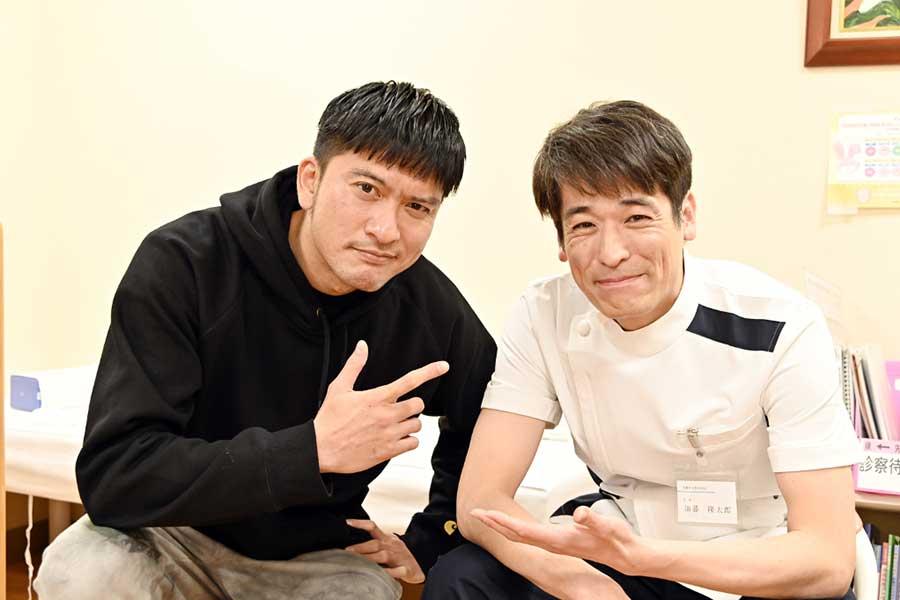 長瀬智也と佐藤隆太が「俺の家の話」で共演【写真:(C)TBS】