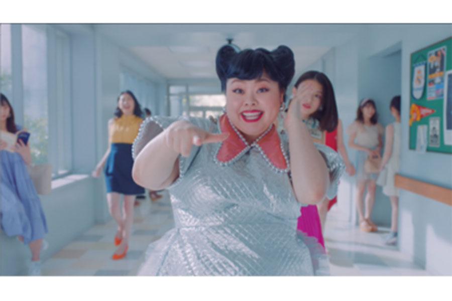 渡辺直美、キラキラ衣装でキレキレダンス