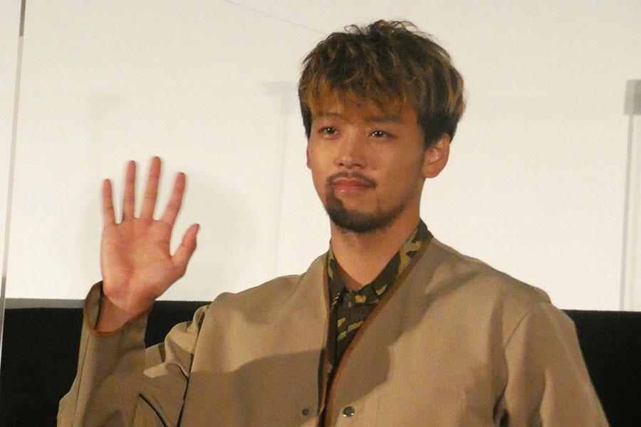 竹内涼真、フワちゃんと「まさかの同期でタメ」肩組み2ショット公開に「お似合いの2人」