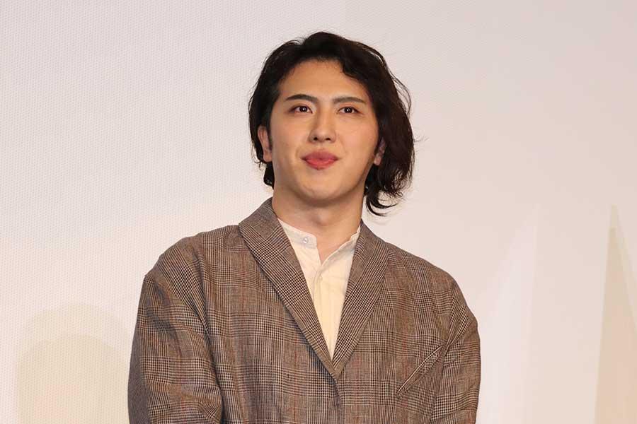 映画「すくってごらん」公開記念舞台あいさつに登場した尾上松也【写真:ENCOUNT編集部】