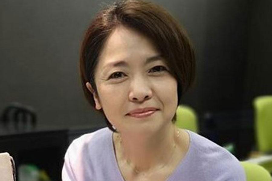 西山喜久恵アナ、半世紀前の幼少期姿にファン仰天「悪者顔だ!」「か、か、かわいい!」