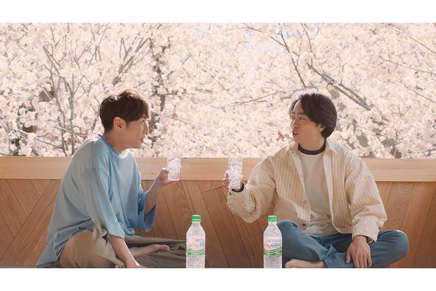 櫻井翔と相葉雅紀が「三ツ矢サイダー」新CMに出演
