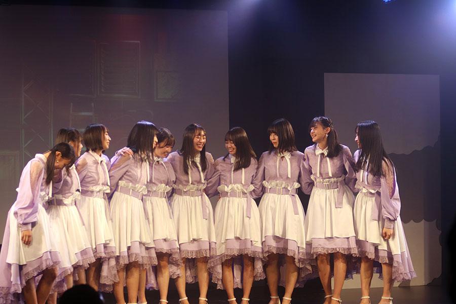 谷口(右から3番目)は舞台「Selfish amity's」でサラ役を熱演【写真:(C)STU】