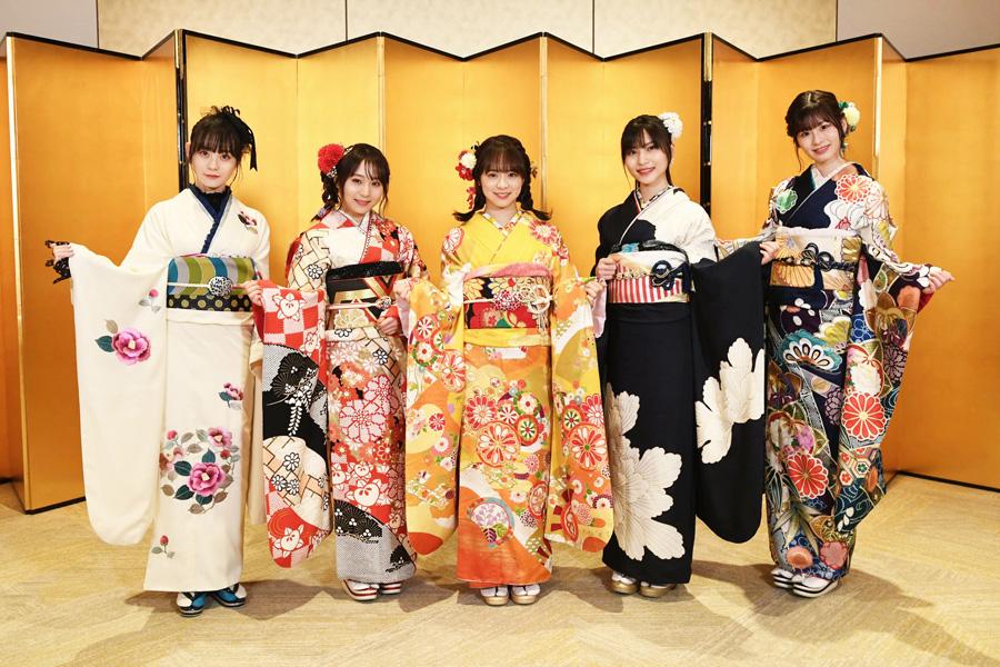 AKB48新成人メンバーの(左から)横山結衣、坂口渚沙、倉野尾成美、福岡聖菜、浅井七海【写真:(C)AKB48】