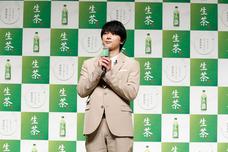吉沢亮、生茶新CMは「本当にせりふもなくて…」 自然体の表情のみでおいしさ伝える