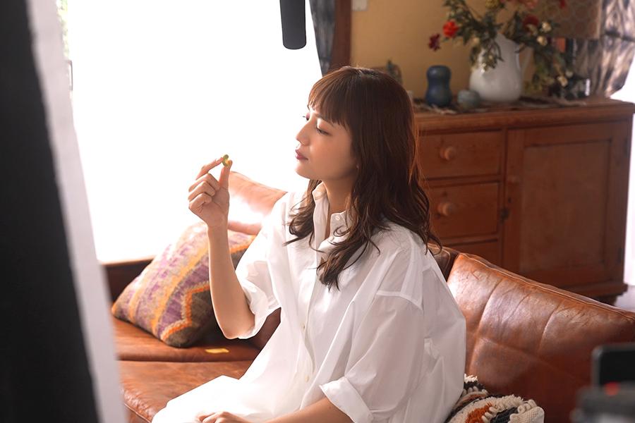 川口春奈がカルビー「miino」新CMに出演