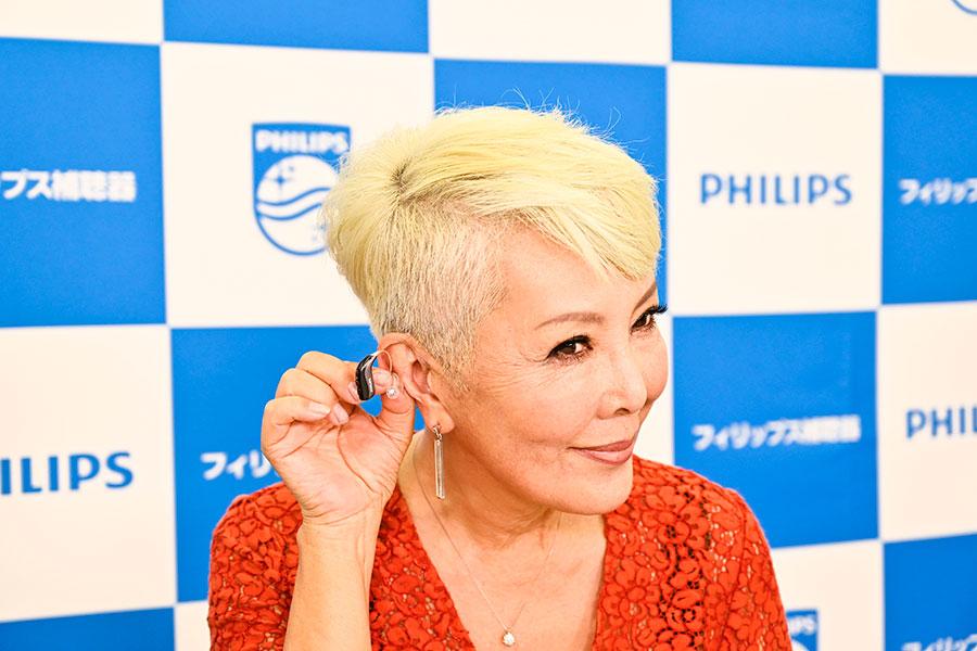 池畑慎之介がAIを搭載したフィリップス補聴器新製品発表会に出席