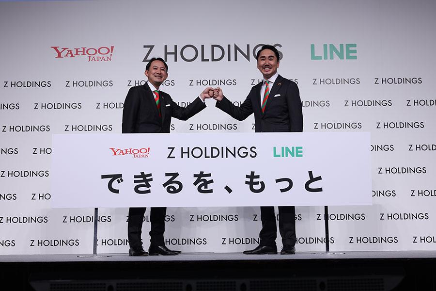 戦略方針説明会に出席した川邊健太郎代表取締役社長(左)と出澤剛代表取締役