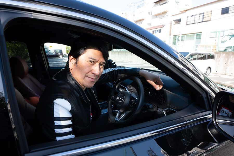 長距離運転もへっちゃら! 大阪の実家までも運転するという【写真:荒川祐史】