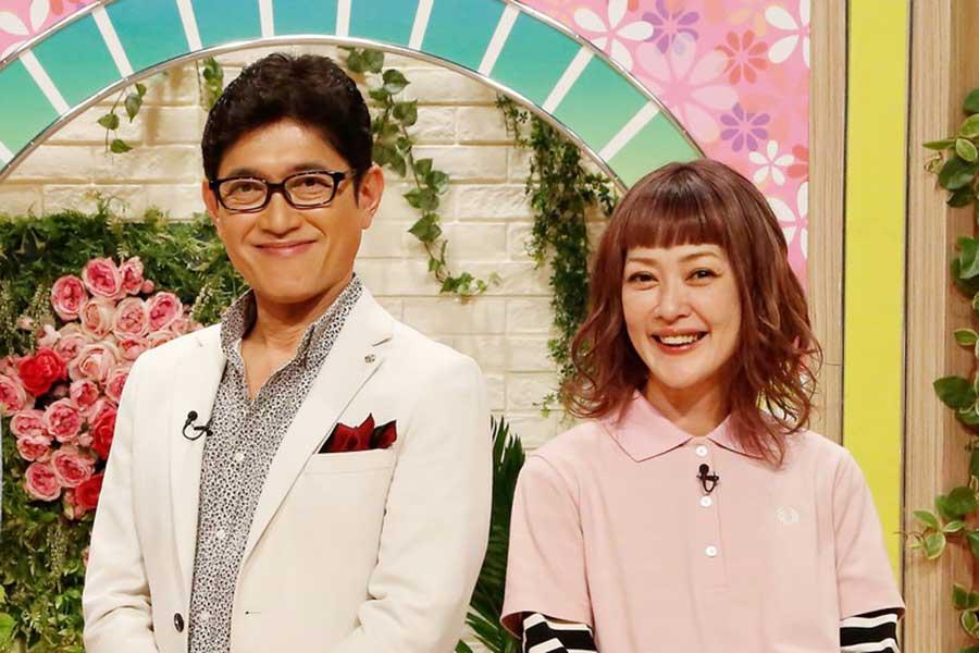 スタジオで見届けた薬丸裕英(左)と松嶋尚美【写真:(C)フジテレビ】