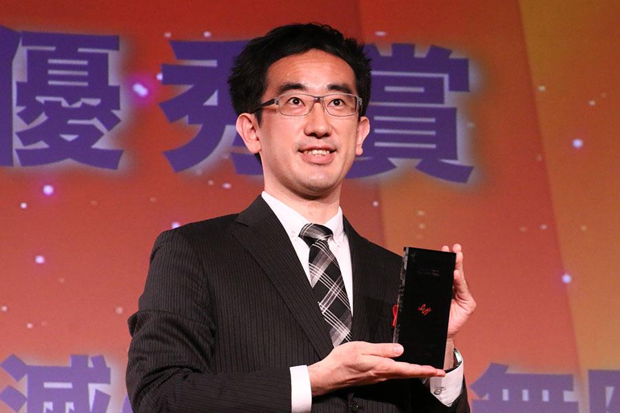 受賞者を代表して登壇したアニプレックスの高橋佑馬プロデューサー【写真:ENCOUNT編集部】