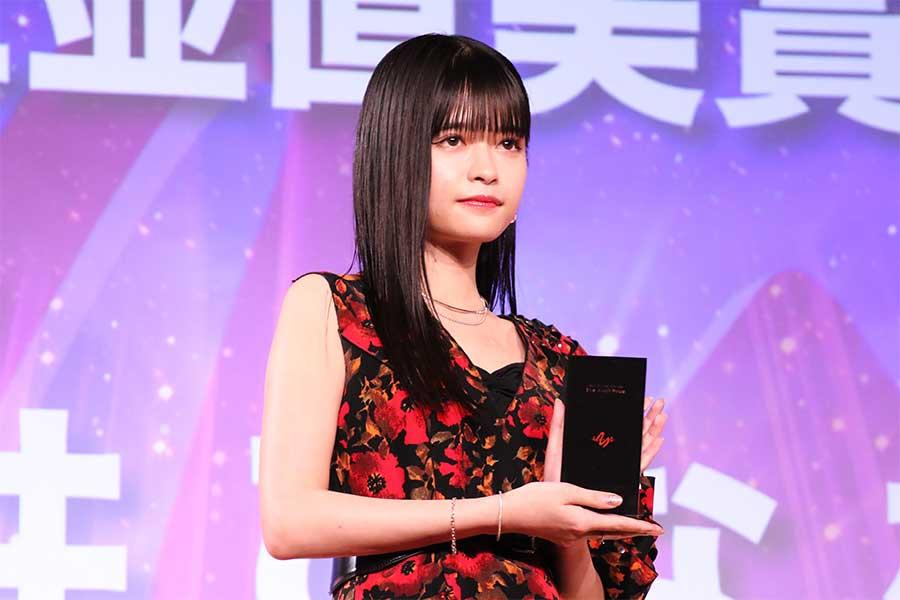 第26回AMDアワード授賞式に出席した景井ひな【写真:ENCOUNT編集部】