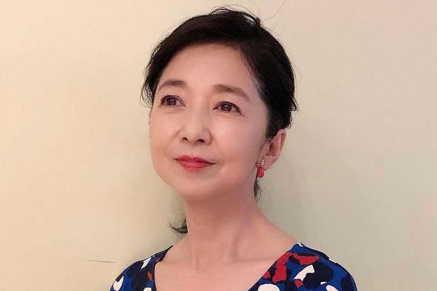 宮崎美子、50年前を再現した姿が「かわいすぎる」 制服風のオフショットが「お若い」