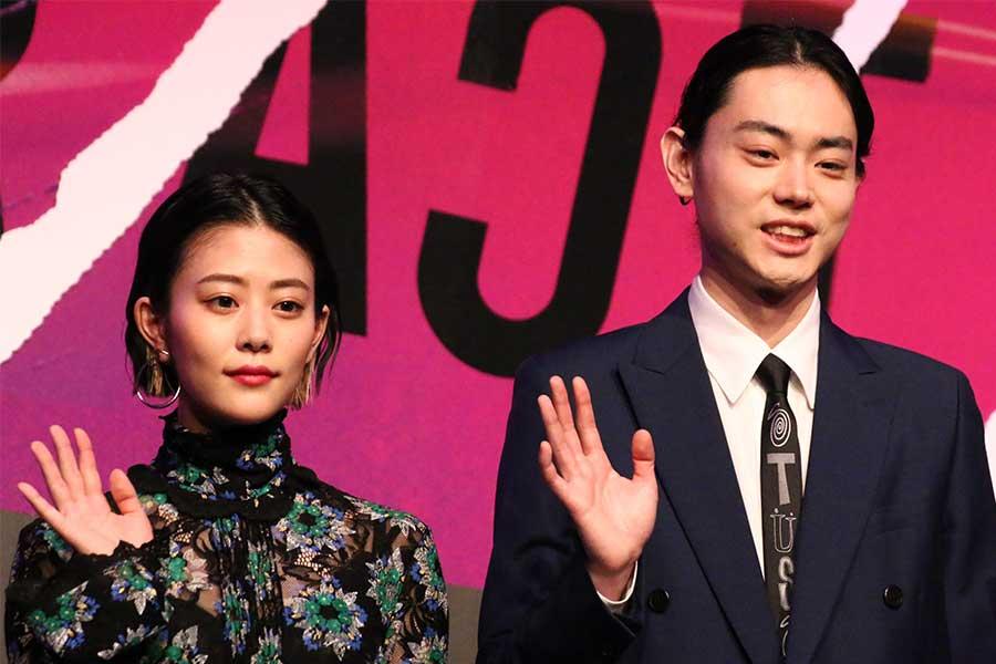 """菅田将暉と高畑充希は「顔が似ていると言われていて」 共演作で""""血のり""""のまましりとりも"""