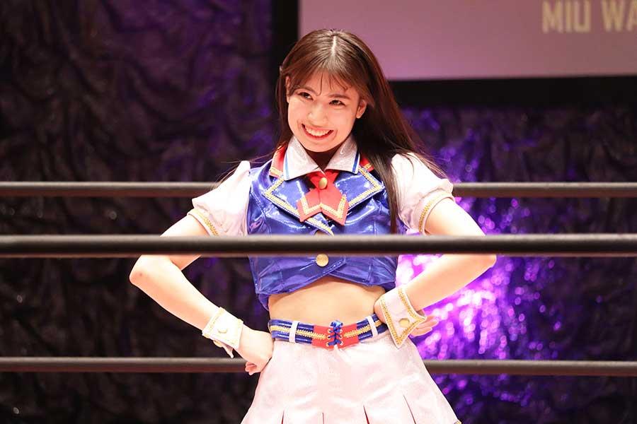 プロレスのコスチュームでリングに上がった「SKE48」の荒井優希【写真:ENCOUNT編集部】