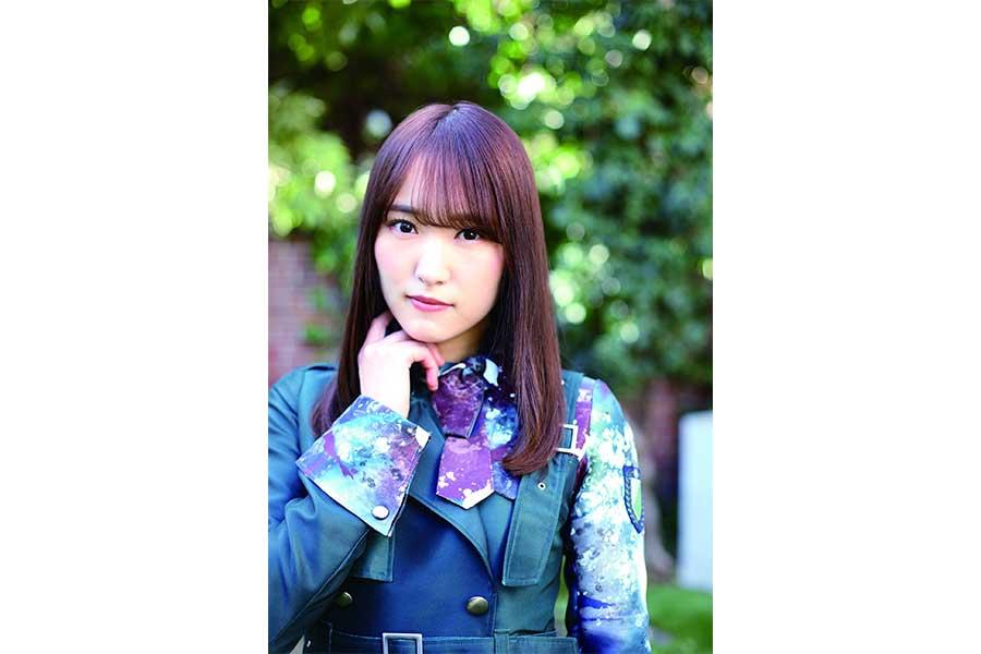 櫻坂46・菅井友香、最新著作からの掲載カット公開 デビュー時の制服姿や私服も