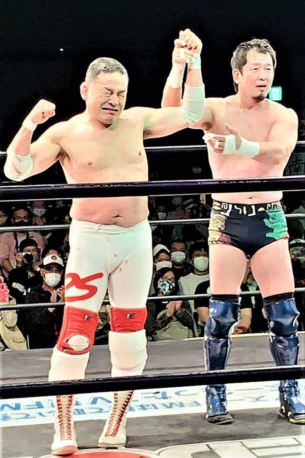 金本浩二(右)とのファイナルファイトでリングに別れを告げた菊地毅【写真:菊地毅提供】