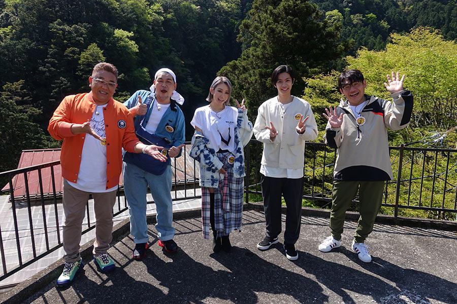 倖田來未が15年ぶりのバラエティー番組ロケ 過酷な道のりもヒール姿で登場