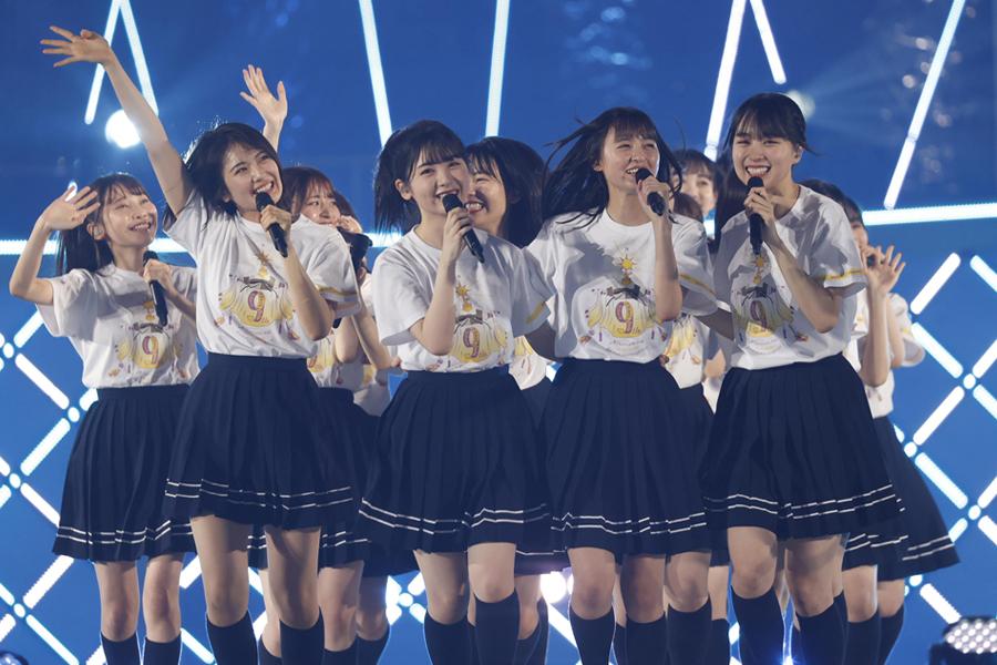 """乃木坂46の4期生が見せた""""明るい未来"""" 新曲「猫舌カモミールティー」を初披露"""