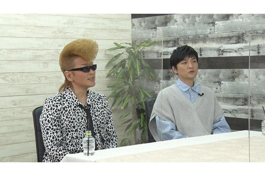 「突然ですが占ってもいいですか?」にゲスト出演する綾小路翔と森山直太朗(左から)【写真:(C)フジテレビ】