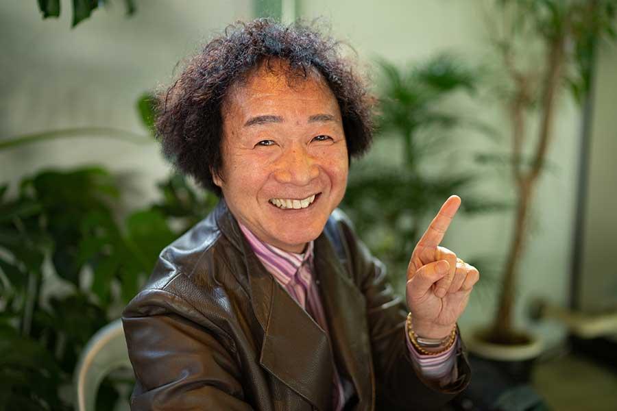 【愛車拝見】「笑点」座布団運び・山田たかおの愛車は世界に1台の金ピカのミツオカ・ヒミコ