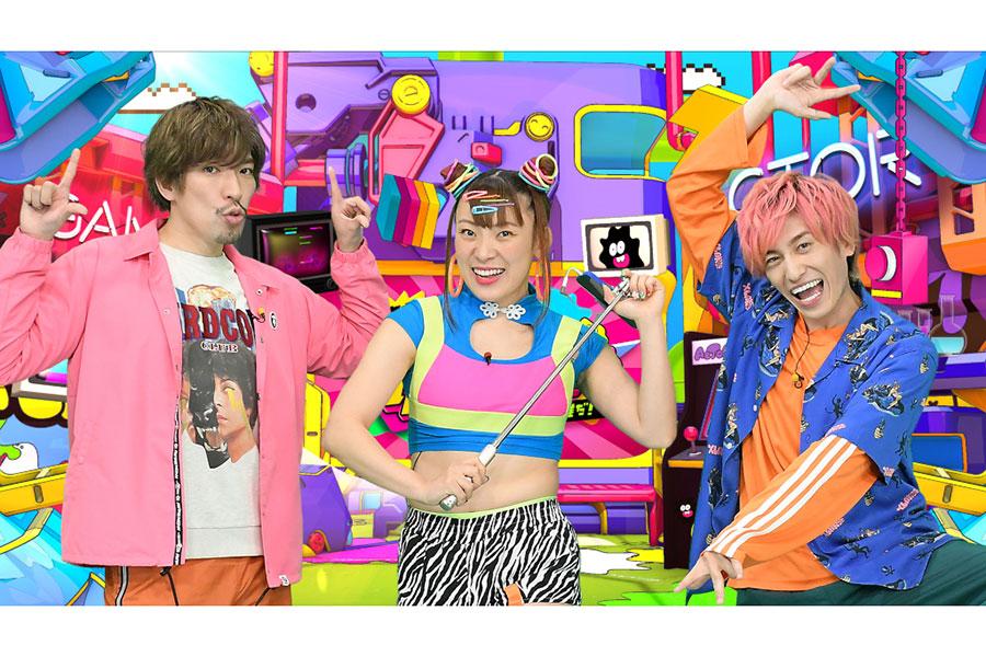 「EXIT」とフワちゃんの3ショット【写真:(C)TBS】