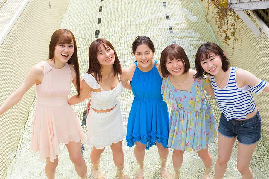 (左から)彩良菜月、坂西春加、雪嶋桃葉、小俣絵里佳、青山波月