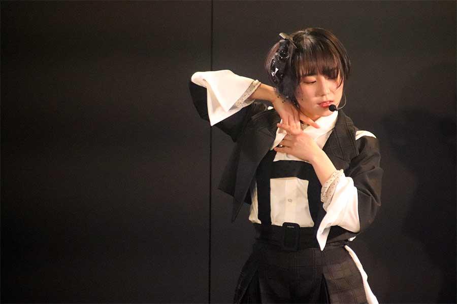 難易度の高いダンスナンバー「涙の表面張力」も華麗に踊りこなす【写真:STU】