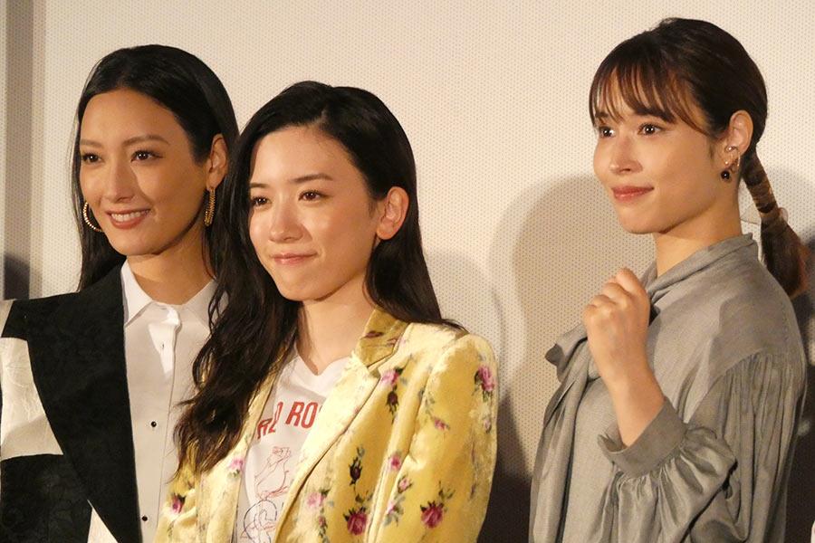 映画「地獄の花園」の公開記念イベントに菜々緒、永野芽郁、広瀬アリスが登場(左から)【写真:ENCOUNT編集部】
