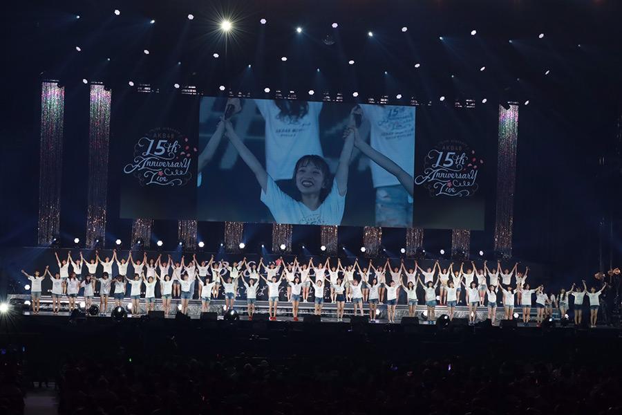 48曲ノンストップで底力見せたAKB48【写真:山口比佐夫】