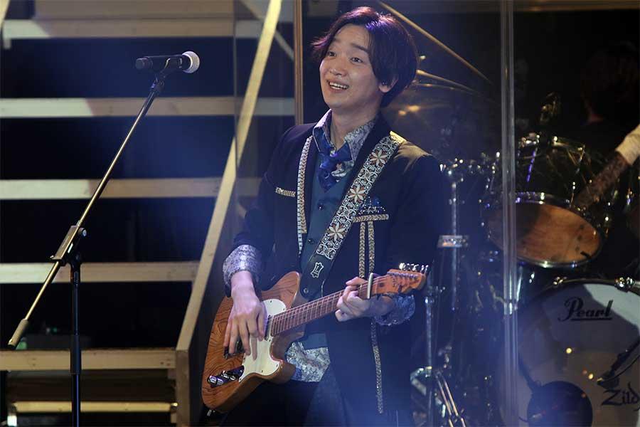 佐香智久は主役の相澤悠真として芝居と歌の両面で観る者を魅了する【写真:小田智史】